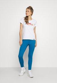 La Sportiva - HILLS - T-shirts med print - white - 1