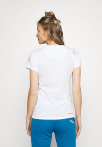 La Sportiva - HILLS - T-shirts med print - white - 2