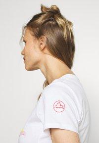 La Sportiva - HILLS - T-shirts med print - white - 4