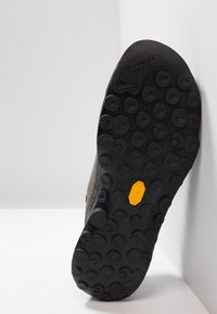 La Sportiva - TX2 - Kletterschuh - carbon/opal - 4