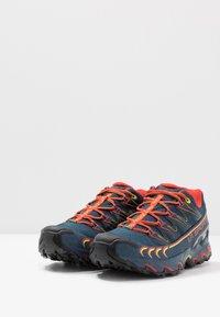 La Sportiva - ULTRA RAPTOR GTX - Trail hardloopschoenen - opal/poppy - 2