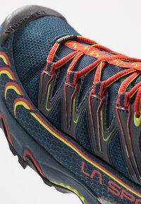 La Sportiva - ULTRA RAPTOR GTX - Trail hardloopschoenen - opal/poppy - 5