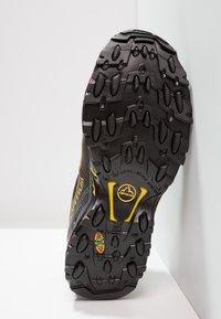 La Sportiva - ULTRA RAPTOR GTX - Löparskor terräng - black/yellow - 4