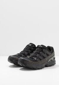 La Sportiva - ULTRA RAPTOR GTX - Zapatillas de trail running - black - 2