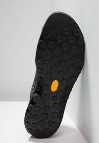 La Sportiva - TX2 - Climbing shoes - carbon/tangerine - 4