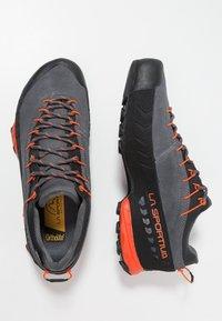 La Sportiva - TX4 GTX - Buty wspinaczkowe - carbon/flame - 1