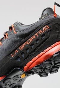 La Sportiva - TX4 GTX - Buty wspinaczkowe - carbon/flame - 5