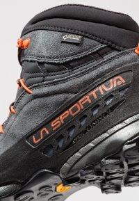 La Sportiva - TX4 MID GTX - Obuwie hikingowe - carbon/flame - 5