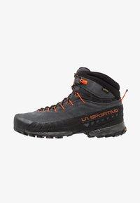 La Sportiva - TX4 MID GTX - Obuwie hikingowe - carbon/flame - 0