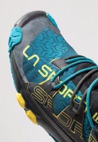 La Sportiva - UNIKA - Chaussures de running - carbon/tropic blue - 5
