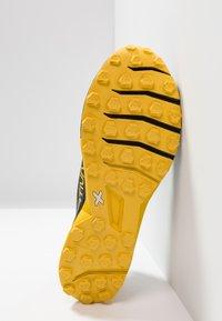 La Sportiva - KAPTIVA - Scarpe da trail running - black/yellow - 4