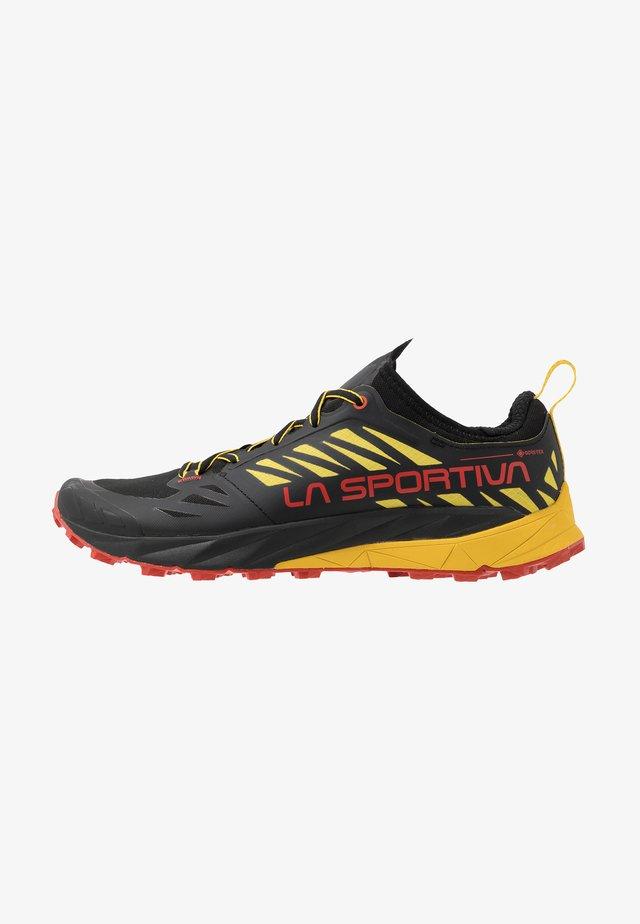 KAPTIVA GTX - Chaussures de running - black/yellow