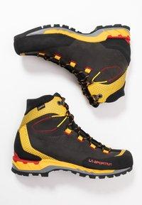 La Sportiva - TRANGO TECH GTX - Obuwie hikingowe - black/yellow - 1
