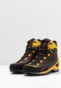 La Sportiva - TRANGO TECH GTX - Obuwie hikingowe - black/yellow - 2