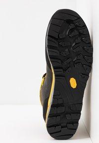 La Sportiva - TRANGO TECH GTX - Obuwie hikingowe - black/yellow - 4