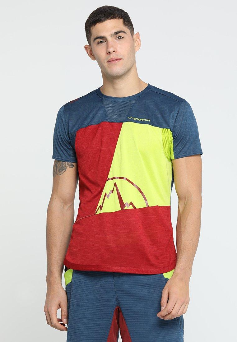 La Sportiva - WORKOUT - Print T-shirt - chili/opal