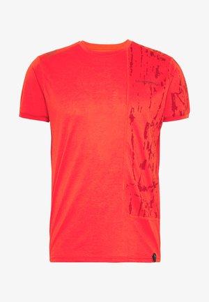 LEAD - Print T-shirt - poppy