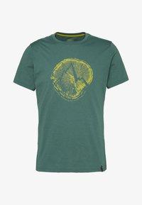 La Sportiva - CROSS SECTION - Print T-shirt - pine - 0