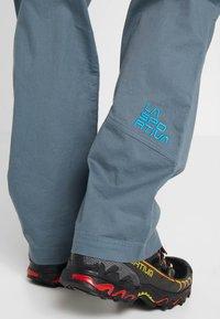 La Sportiva - BOLT PANT  - Trousers - slate/tropic blue - 3