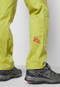 La Sportiva - BOLT PANT  - Outdoor trousers - kiwi/neptune - 3