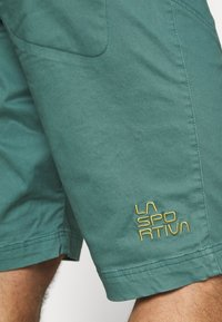 La Sportiva - FLATANGER SHORT  - Sports shorts - pine/kiwi - 4