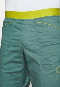 La Sportiva - FLATANGER SHORT  - Sports shorts - pine/kiwi - 3