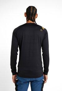 La Sportiva - TOUR LONG SLEEVE  - Camiseta de deporte - black - 2