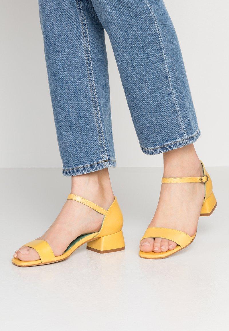 LAB - Sandals - yellow