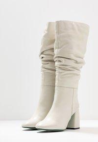 LAB - Boots med høye hæler - greige - 4
