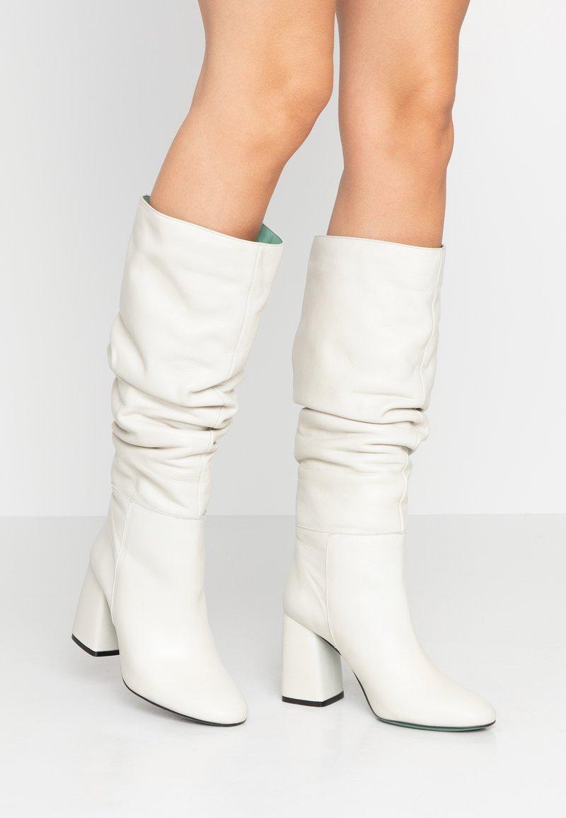 LAB - Boots med høye hæler - greige