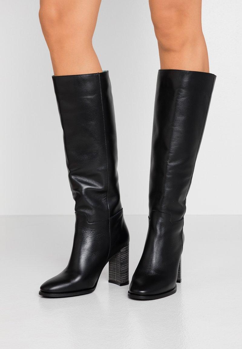 LAB - Boots med høye hæler - black