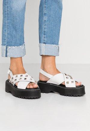 Sandalen met plateauzool - blanco