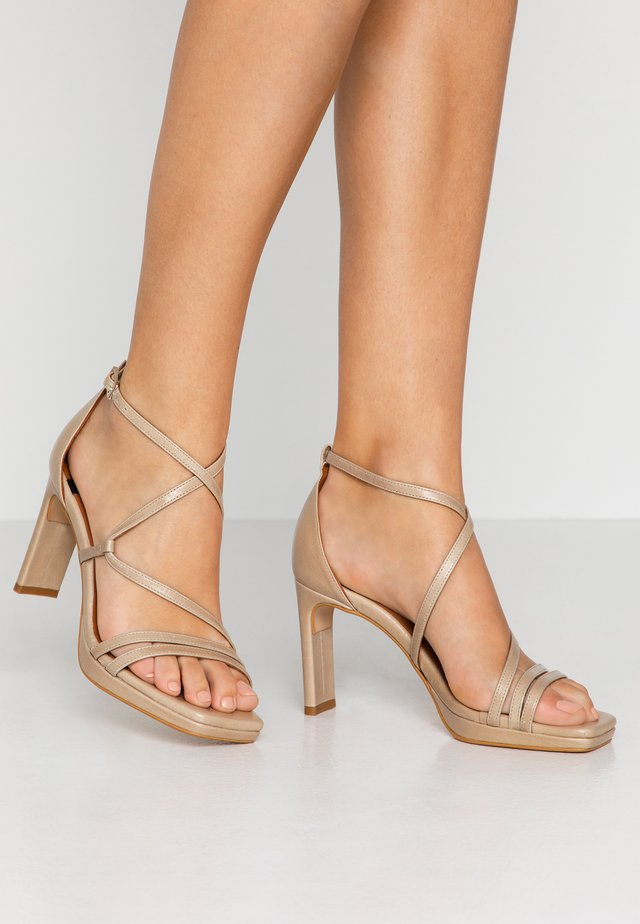 Sandalen met hoge hak - sol torrone