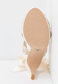 LAB - Korolliset sandaalit - hator - 6