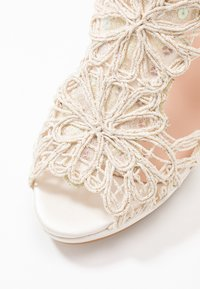 LAB - Korolliset sandaalit - hator - 2