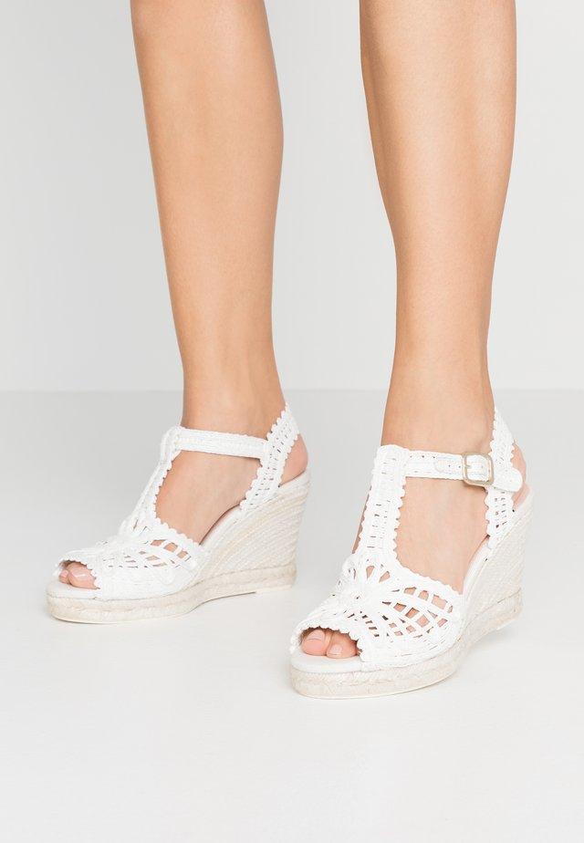 Sandały na obcasie - blanco