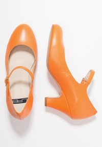 LAB - Classic heels - naranja - 3