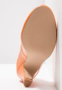 LAB - Classic heels - naranja - 6