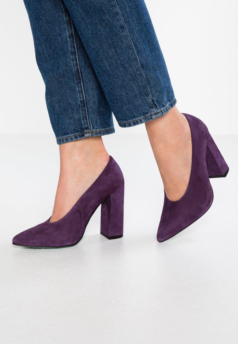 LAB - High heels - cardenal