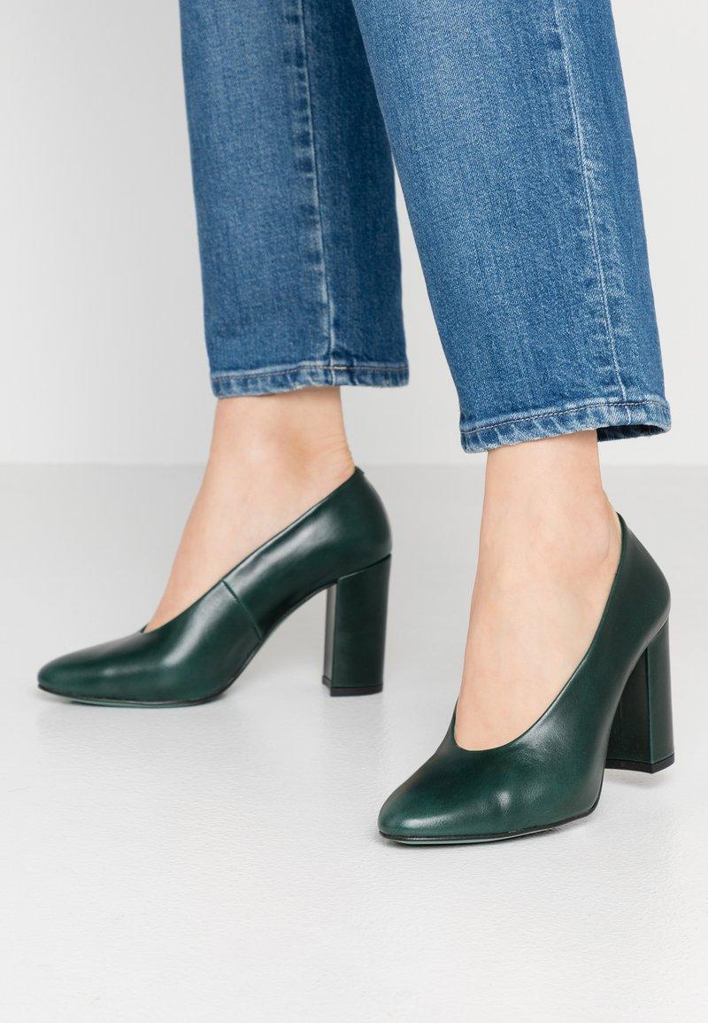 LAB - High heels - sierra verde