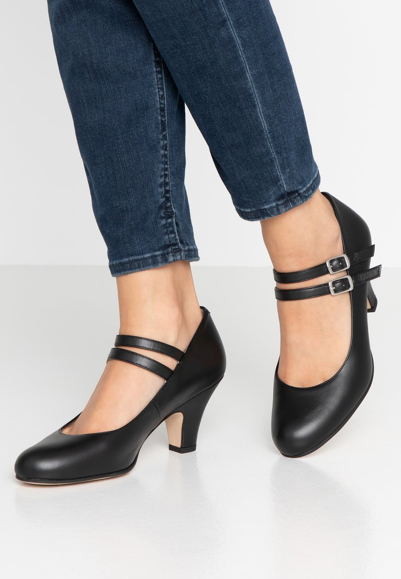 LAB - Pumps - black