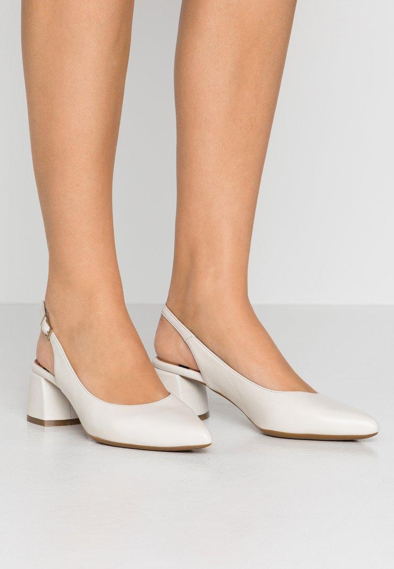LAB - Classic heels - dream nacre