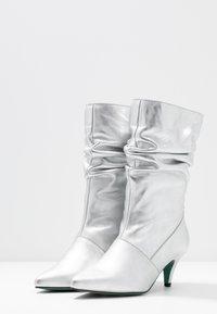 LAB - Boots - galaxy silver - 4