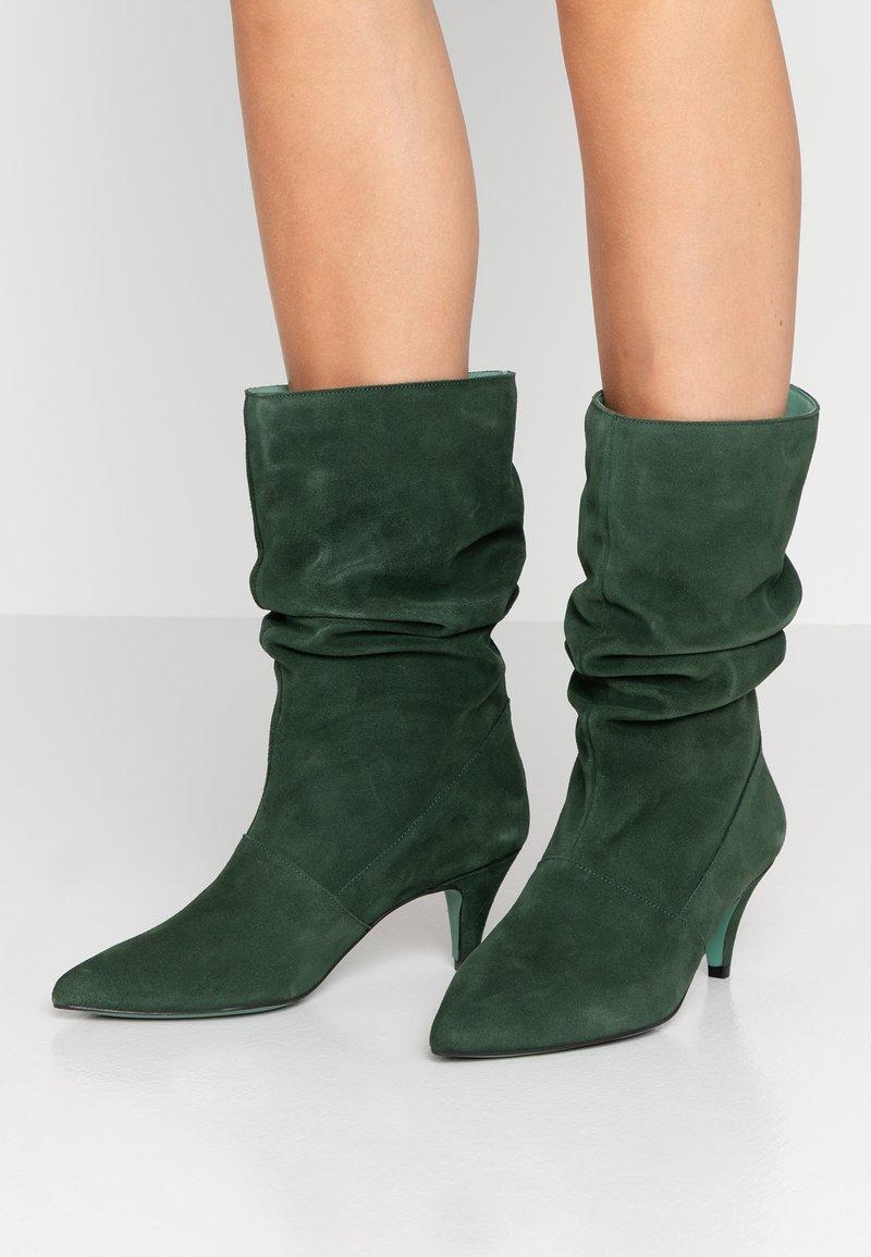 LAB - Vysoká obuv - hierba