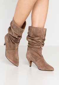 LAB - Boots - taupe - 0