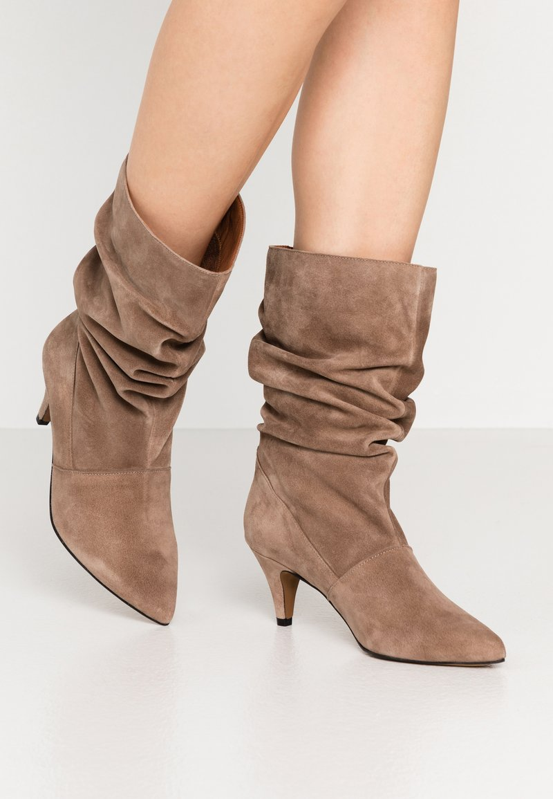 LAB - Boots - taupe