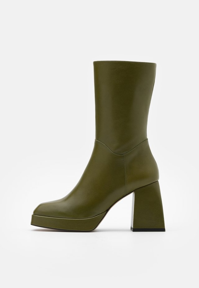 High heeled ankle boots - volga grizzly