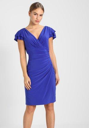 BRISA SHORT SLEEVE DAY DRESS - Robe fourreau - purple opal
