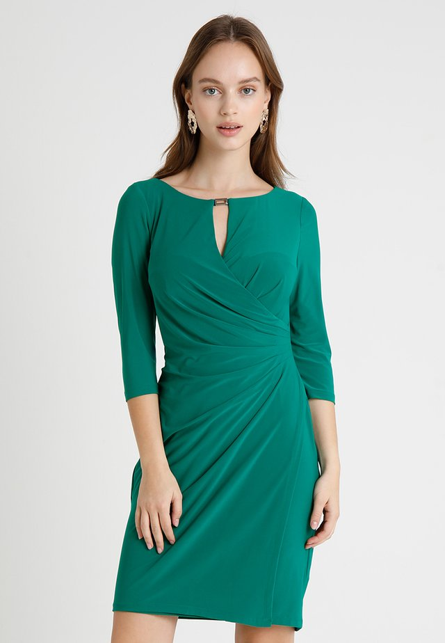 MATTE KELBY - Jeanskleid - lush emerald