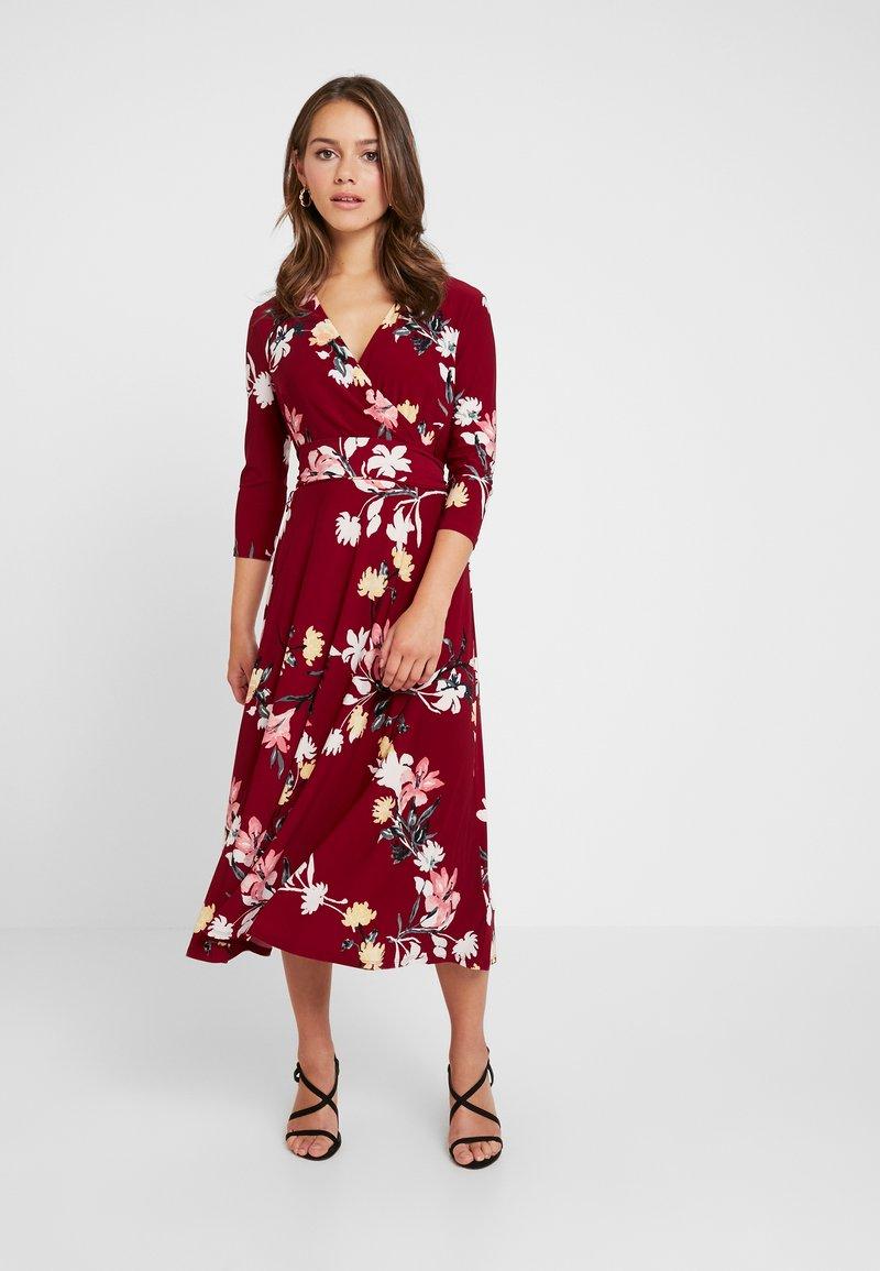 Lauren Ralph Lauren Petite - CARLYNA 3/4 SLEEVE DAY DRESS - Jerseykjoler - vibrant garnet/pink/multi